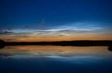 Na półkuli północnej trwa sezon na obłoki srebrzyste (Noctilucent Clouds, NLC)